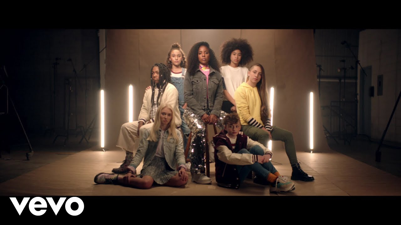 """New Video: Kelly Rowland – """"Crown"""""""